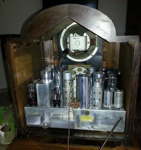 RCA 143 wnętrze w obudowie